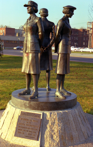 Canada (1986)-350-Winnipeg-Denkmal Women in War 560